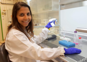 Andreia Almeida Henriques in the lab